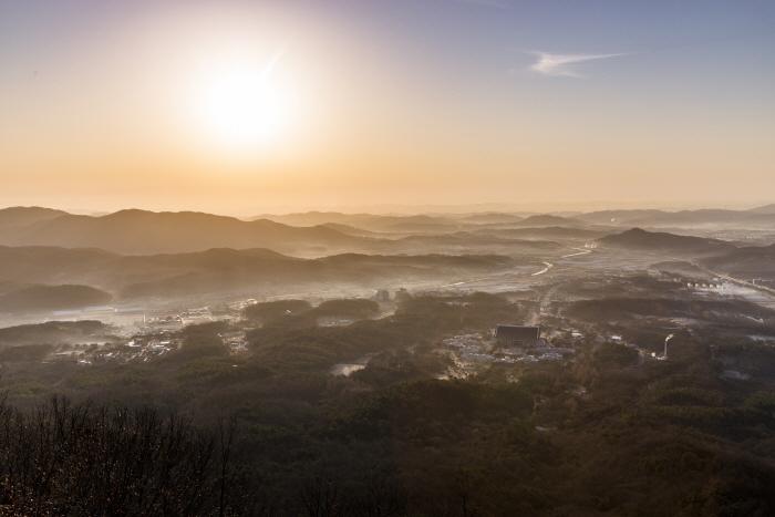 일출 후 따뜻한 빛을 품은 독립기념관!!