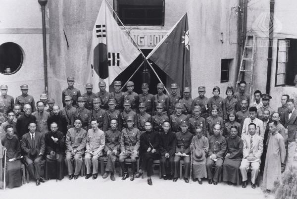 한국광복군 총사령부 성립 전례식 기념 사진