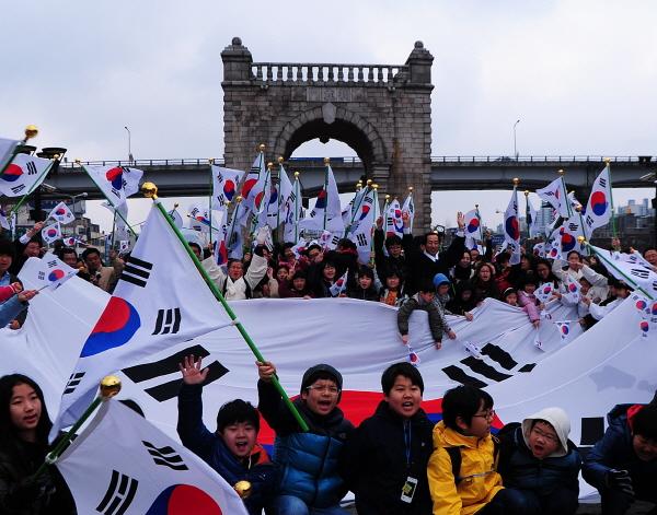 동상1-꿈나무들의 나라사랑(김영진).jpg