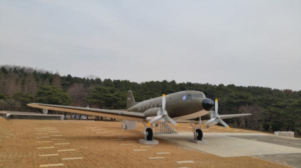 독립기념관에 전시된 더글러스 C-47 수송기 모습